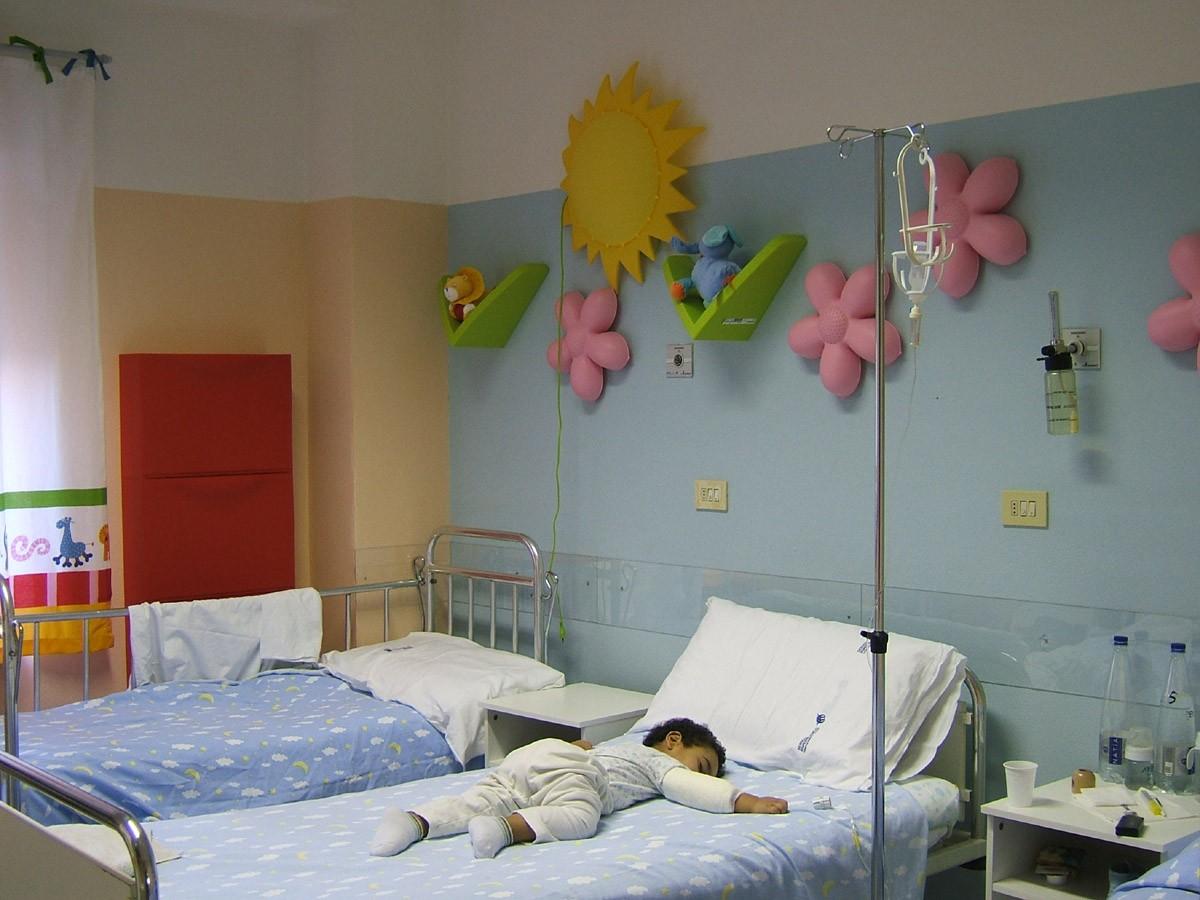 Plafoniera Cameretta Ikea : Plafoniera con disegni lilla sokolvineyard